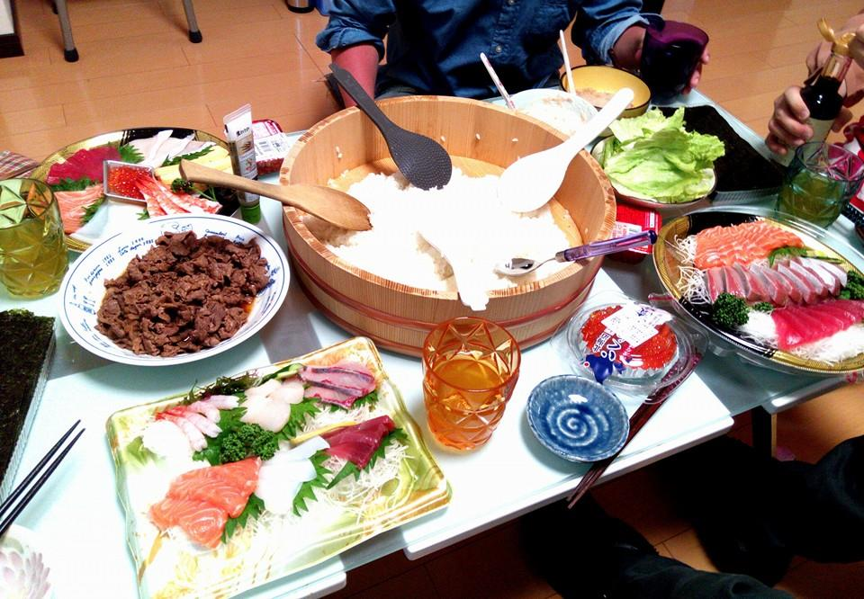 空手道部の仲間と手巻寿司