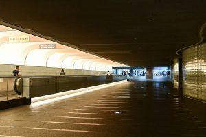 JR難波駅で写真
