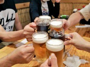 打ち上げ ビール 乾杯の写真