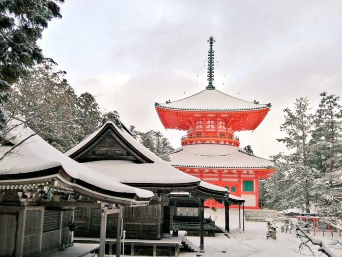 雪景色の高野山の写真 壇上伽藍