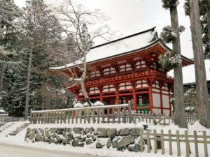 雪景色の高野山の写真 中門